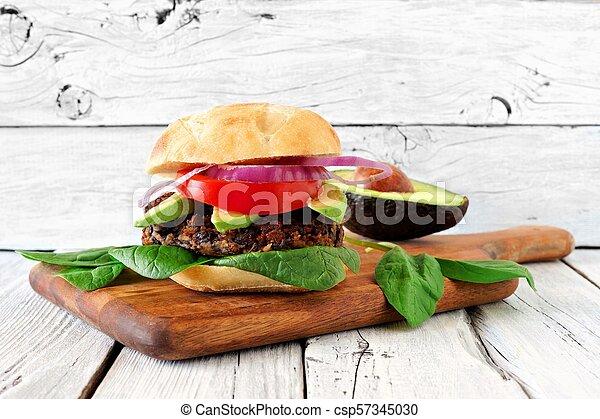 시금치, 단 것, 채식주의자, 감자, 아보카도, 향하여, 시골풍, burger, 콩, 나무, 배경, 백색 - csp57345030