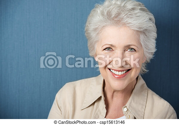 아름다운, 미소, 숙녀, 곡 따위 명랑한, 나이 먹은 - csp15613146