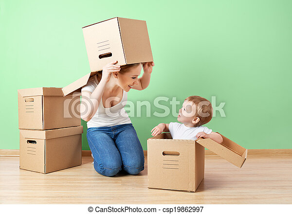 아파트, 딸, 가족, 벽, 재배치, 상자, 어머니, 아기, 판지, 빈 광주리, 행복하다 - csp19862997