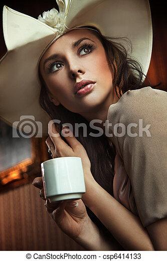 유행, 술을 마시는 것, 여자, 커피 - csp6414133