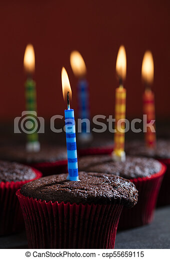 초콜릿 과자, 생일, 컵케이크 - csp55659115