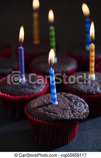 초콜릿 과자, 생일, 컵케이크 - csp55659117