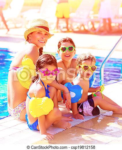 쾌활한, 행락지, 바닷가, 가족 - csp19812158
