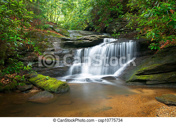 푸른 산, 이랑, 자연, 흐림, 나무, 지나치게 수식적인, 바위, 물, 녹색, 폭포, 흐르는 것, 평화로운, 기계의 운전, 조경술을 써서 녹화하다 - csp10775734