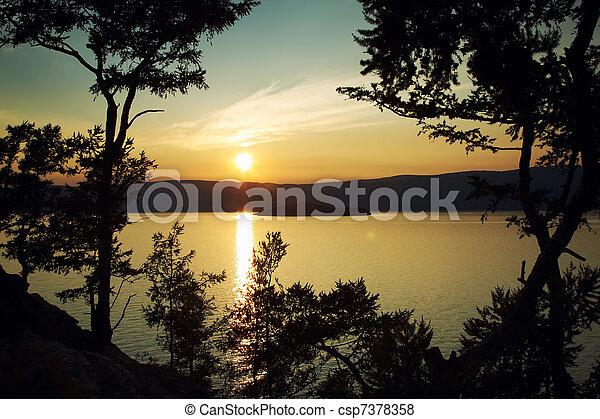 하락하다, 호수, 향하여, 조경술을 써서 녹화하다, 밤, baikal - csp7378358