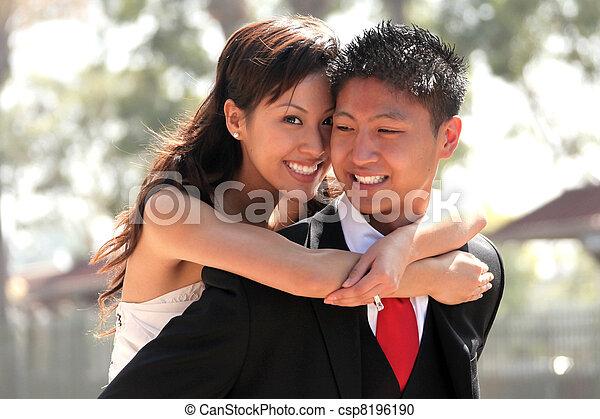 한 쌍, 결혼식, 나이 적은 편의, 옥외 - csp8196190