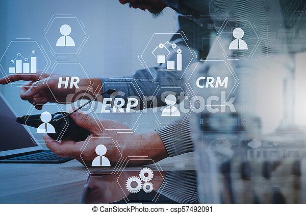 헤드폰, 개념, 단미, 아이콘, 정제, 센터, 스크린, 디지털, voip, 그것, 사실상, 문자로 쓰는, 상대방을 불러내기, 통신, 지지, 키보드, 컴퓨터를 사용하는 것, 똑똑한, 남자 - csp57492091