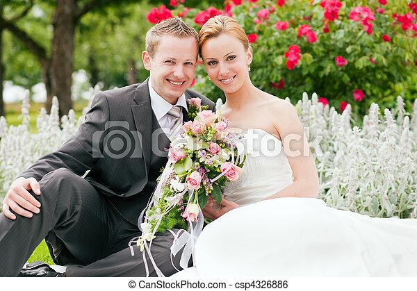 -, casório, noivo, parque, noiva - csp4326886