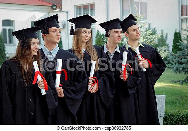 -eik, érettségizik, csoport, diplomák, kézbesít - csp36932785