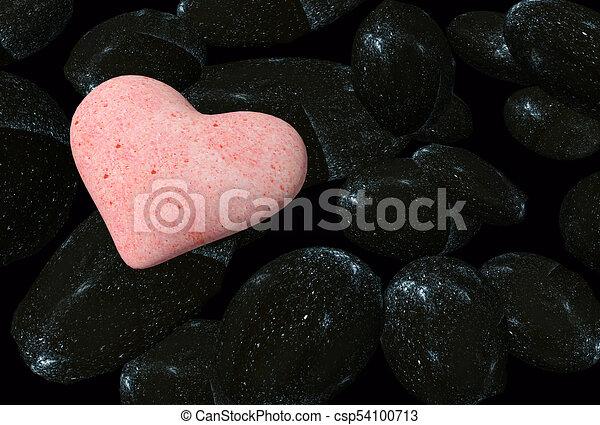 Valentinsherzen von Felsen im Hintergrund isoliert - 3D Rendering - csp54100713