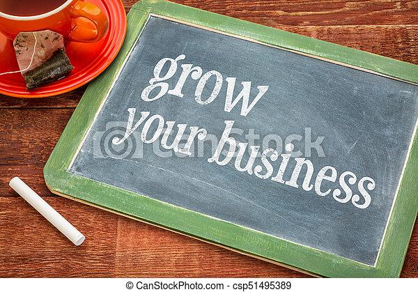 Haz crecer tu negocio. Señal de pizarra - csp51495389