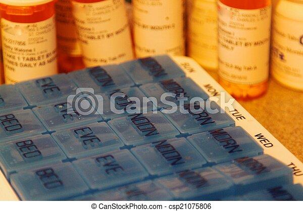 7-18-14-Pillbox-with-medicine-bottles-Lynn-Thomas - csp21075806