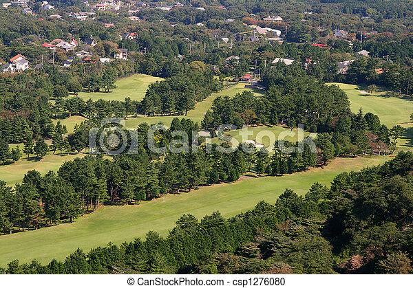 Visión aérea del curso del golf - csp1276080