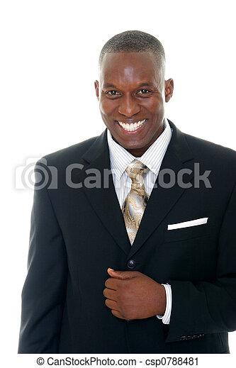 Geschäftsmann im schwarzen Anzug 1 - csp0788481