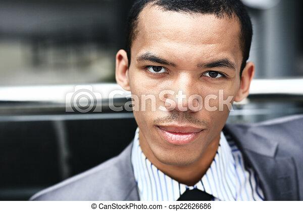 S sien bureau moderne haut noir fin portrait heureux homme