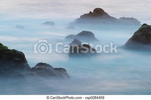 Olas y rocas 3 - csp0284459