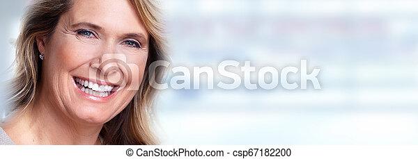 Feliz anciana. - csp67182200