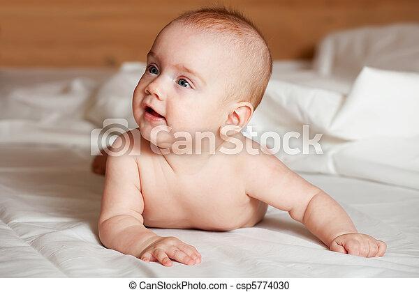 5 months baby girl - csp5774030