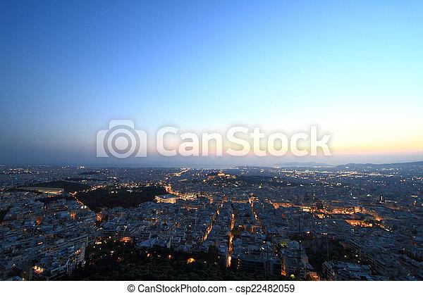Vista aérea de Cityscape por la noche, Atenas Grecia - csp22482059