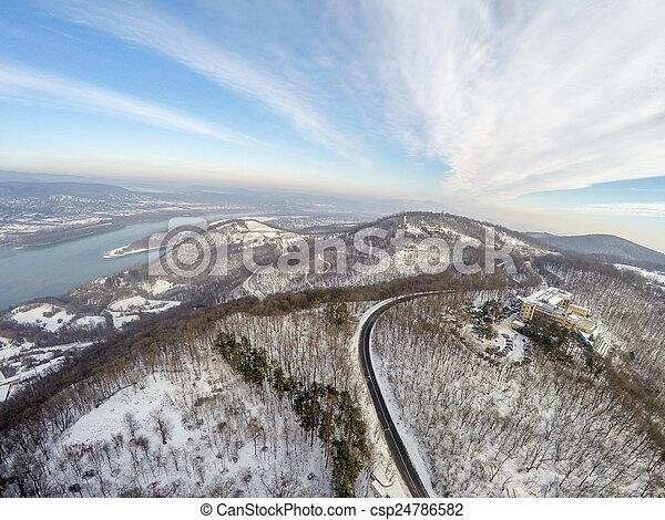 Vista aérea en el bosque - csp24786582