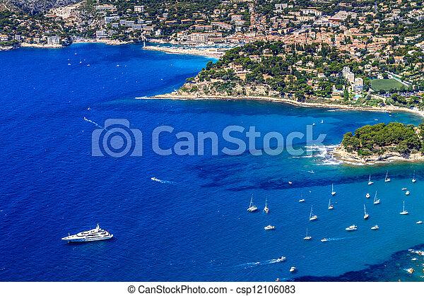 Vista aérea sobre Cassis y calanque Coast, al sur de Francia - csp12106083
