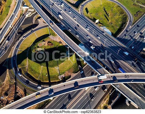 Vista aérea de un cruce de autopistas en Moscú. - csp62363823
