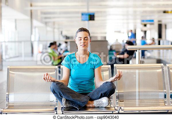 aéroport, yoga, méditation - csp9043040