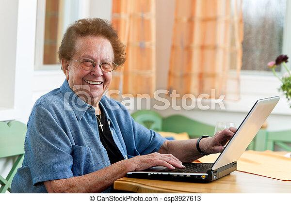 aîné actif, arts, ordinateur portable, citoyen - csp3927613