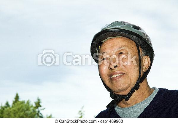 aîné actif, homme asiatique - csp1489968