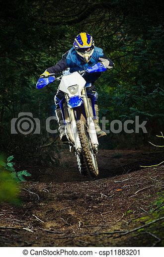Un motociclista en Enduro - csp11883201