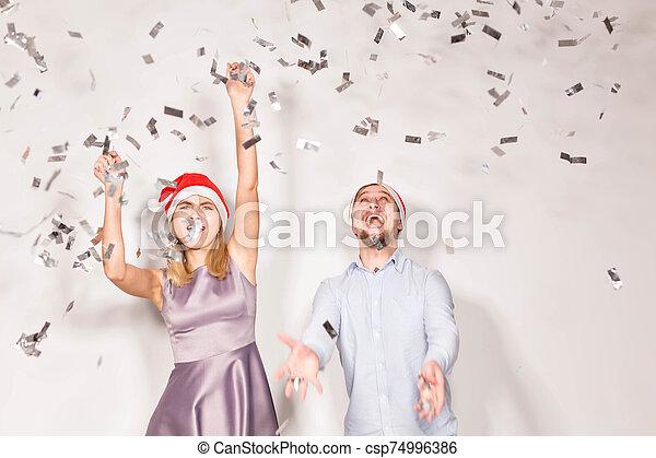año, gente, confeti, regado, joven, navidad blanca, -, fiesta, concepto, fondo., nuevo, alegre - csp74996386