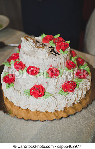 A big cake decorated with flowers made of cream 8068 A huge