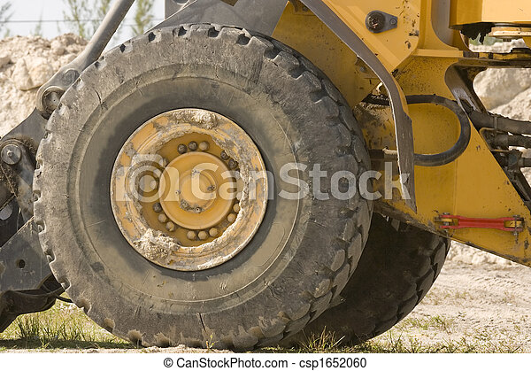 A large tire and wheel - csp1652060
