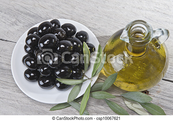 A plate with black olives and oil. - csp10067621