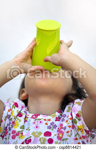 A very thirsty child - csp8814421