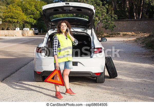 Car Broke Down >> A Young Woman Calls Emergency Service When Her Car Broke Down