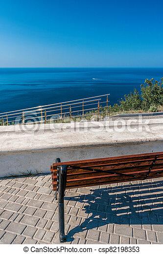 abertos, vista., espaço, park., mar, ou, banco, solidão, vazio, ensolarado, concept., negligenciar, madeira, mountain., relaxe, bonito, vista, costa, viagem - csp82198353