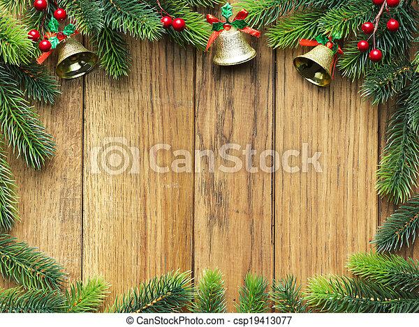Árbol de Navidad en una tabla de madera - csp19413077