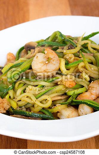 abobrinha, noodles, camarão, stir-f - csp24587108