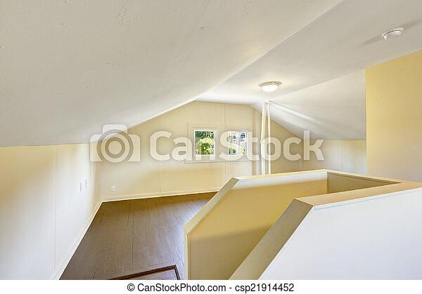 Habitación vacía con techo acorazado. - csp21914452