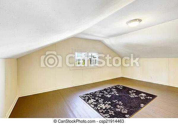 Habitación vacía con techo acorazado. - csp21914463