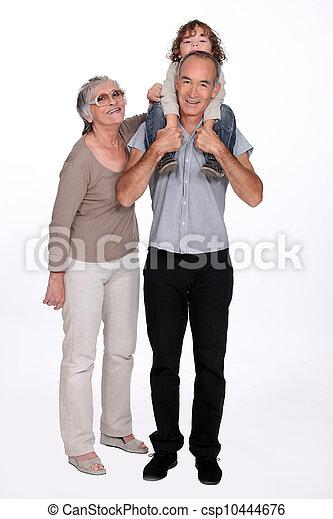 Abuelos con niños - csp10444676