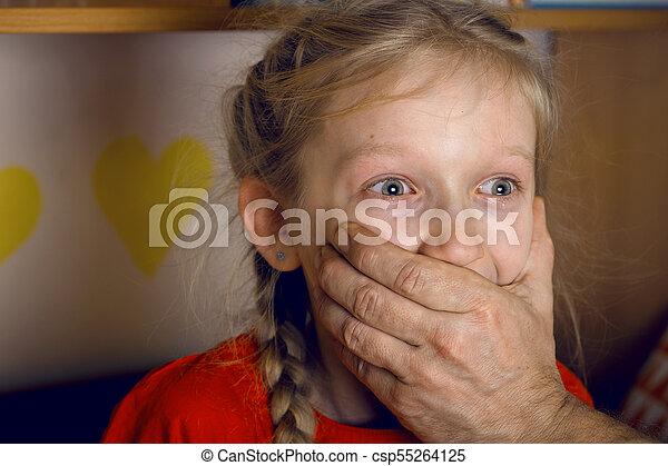 abuso, criança - csp55264125