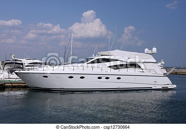 accélérez bateau - csp12730664