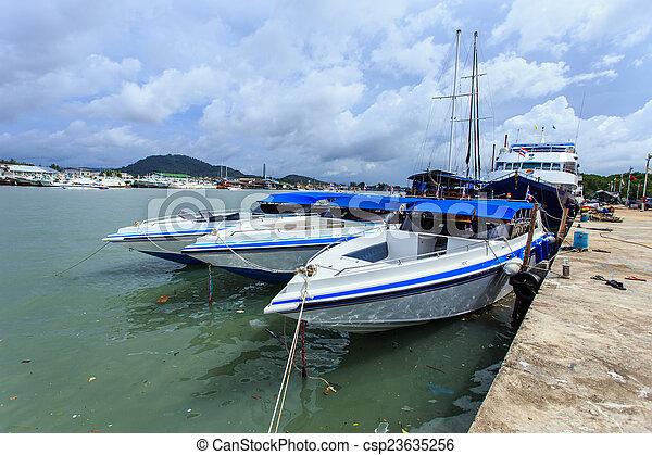 accélérez bateau - csp23635256
