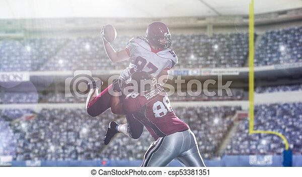 Jugadores de fútbol americano en acción - csp53381351