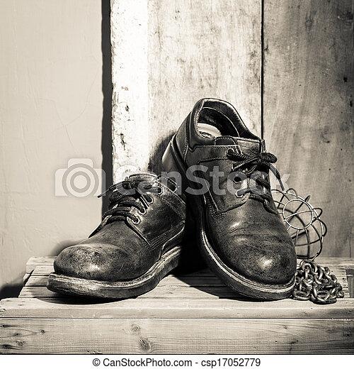accidenté, chaussures - csp17052779