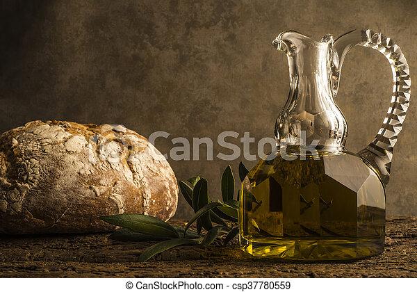 Aceite de oliva virgen extra y pan - csp37780559