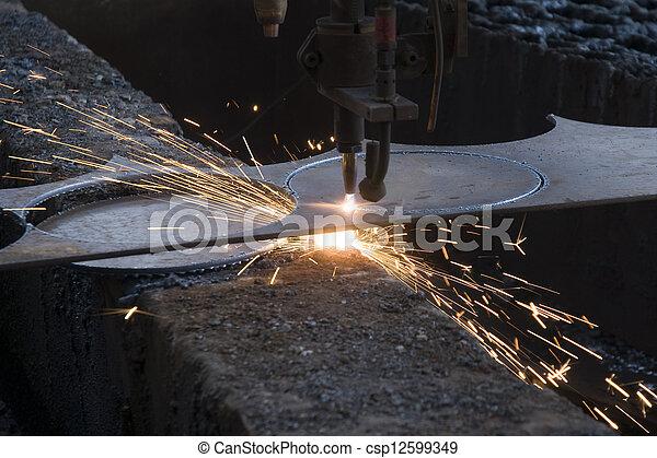 Máquina para cortar acero y chispas - csp12599349