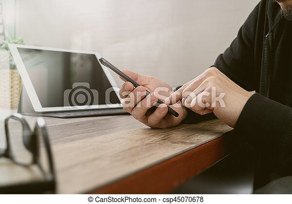 Achats bureau tablette téléphone bois utilisation moderne